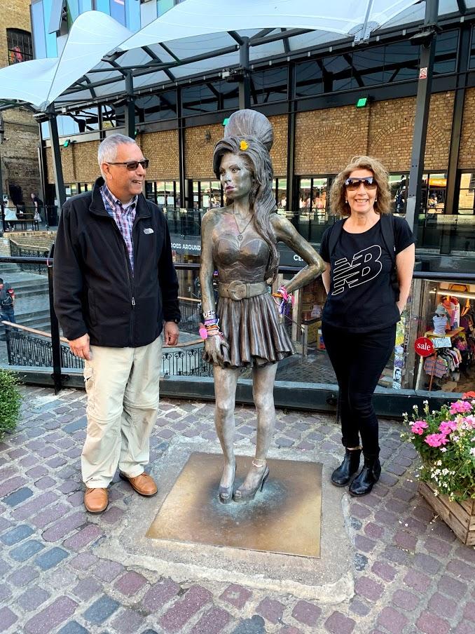 Amy Winehouse con Ana y Jorge Sanagua